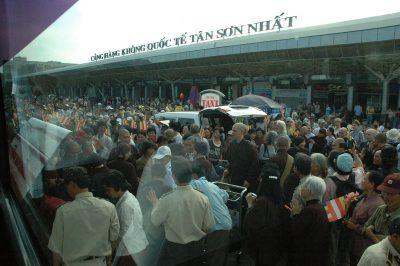 2007 02 20 Tăng Thân Làng Mai về Việt Nam