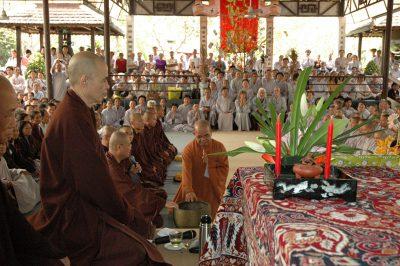 2007 02 23 ngày xuân bói kiều chùa Pháp Vân
