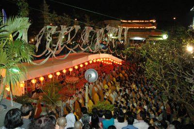 2007 03 16 18 Trai Đàn chẩn tế chùa Vĩnh Nghiêm toàn cảnh