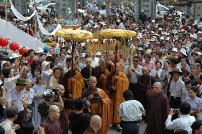 2007 03 16 18 Trai Đàn chẩn tế tại miền nam chùa Vĩnh Nghiêm