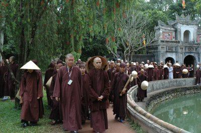 2007 03 24 thăm Từ Hiếu - ts Nhất Hạnh và Tăng thân Làng Mai