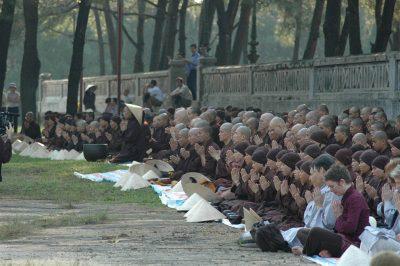 2007 03 31 Cổ phật khất thực Đàn Nam Giao - ts Nhất Hạnh -Tăng thân Làng Mai