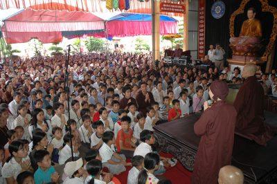 2007 04 28 khóa tu tại Ninh Bình - ts Nhất Hạnh và Tăng thân Làng Mai