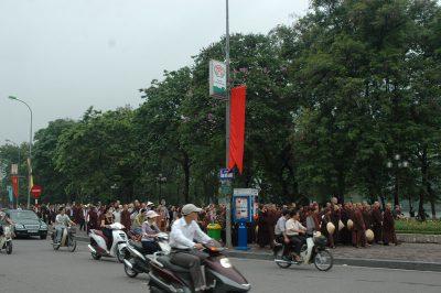2007 05 04 tăng thân Làng Mai thiền hành Hà Nội