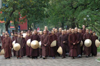 2007 05 04 tăng thân Làng Mai thiền hành tại Hà Nội