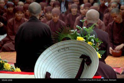 2008 05 13 chùa Đình Quán nón lá