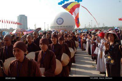 2008 05 14 tăng thân Làng Mai tham dự Vesak