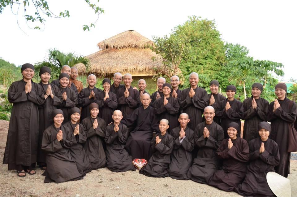 Gia đình cây hoa gạo 1.jpg