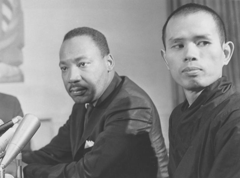 Thiền sư Thích Nhất Hạnh và Dr. Martin Luther King. Ảnh langmai.org