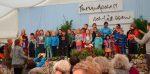Các em nhỏ người Đức hát tặng đại chúng.1
