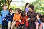 chơi với trẻ em