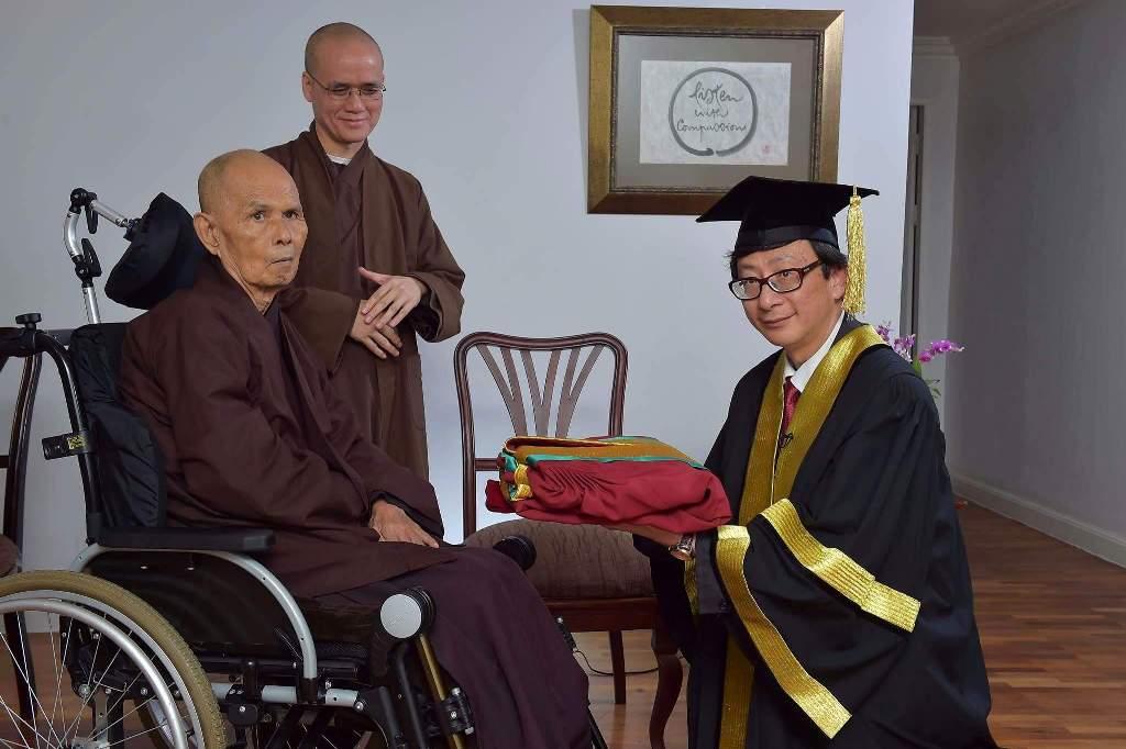 ĐH Hồng Kông trao bằng TS danh dự về Nhân văn.1