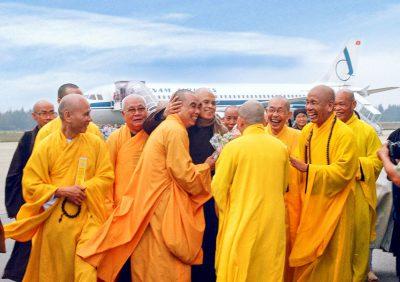Đón Thầy tại sân bay Nội Bài - Huế 2005