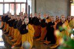 Lễ truyền giới khất sĩ tại Làng Mai Thái Lan