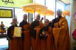 Niềm vui sau khi nhận đèn - Làng Mai Thái Lan