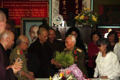 Thiền sư Thích Nhất Hạnh thăm Đại tướng Võ Nguyên Giáp