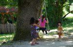 Trẻ em đến Làng.6