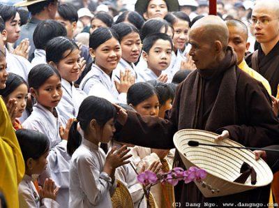 ts Nhất Hạnh - về Việt Nam 2005