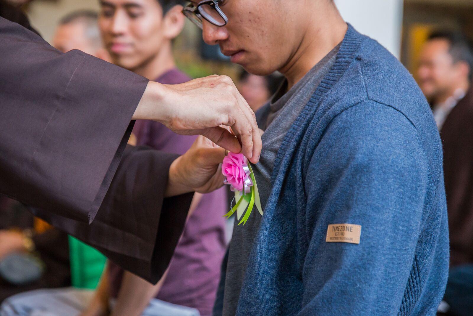 ý nghĩa lễ Bông hồng cài áo