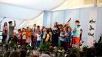 Các em nhỏ hát bài hai lời hứa ( tiếng Đức)